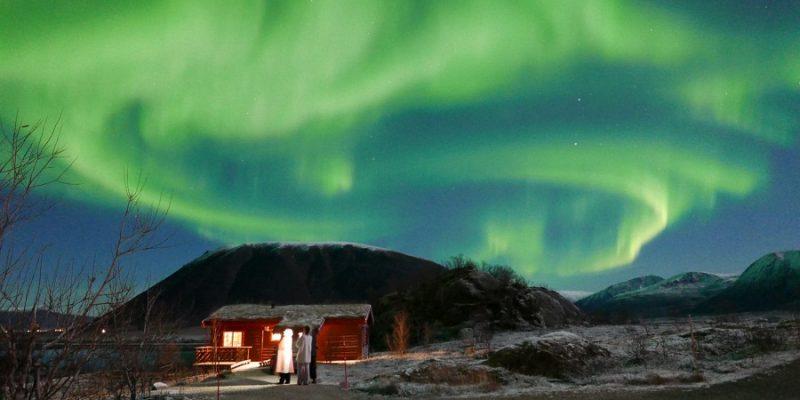 Andoy-Frilufssenter-in-de-winter-met-noorderlicht