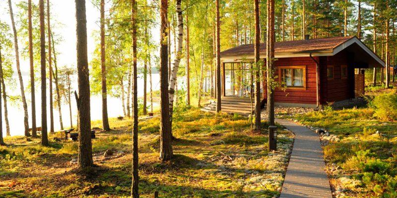 Blokhut-aan-het-meer-en-in-de-bossen-Finland