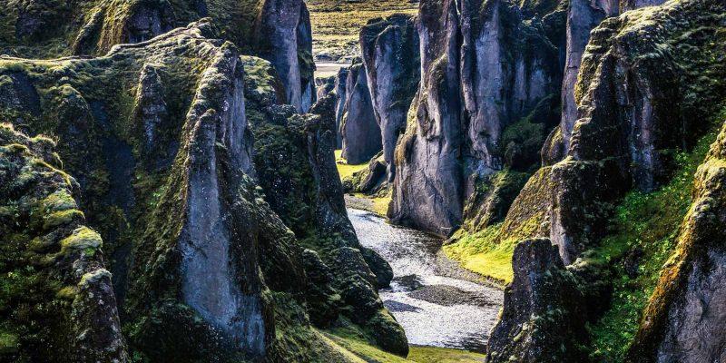 De Fjadrarfljufur kloof in IJsland