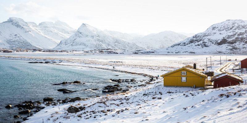 De-uitgestrekte-kuststroken-op-de-Lofoten-eilanden-Noord-Noorwegen