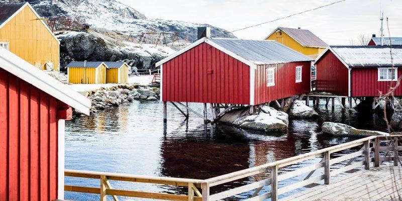 De-vissershuisjes-of-rorbu-op-de-Lofoten-eilanden-in-Noorwegen