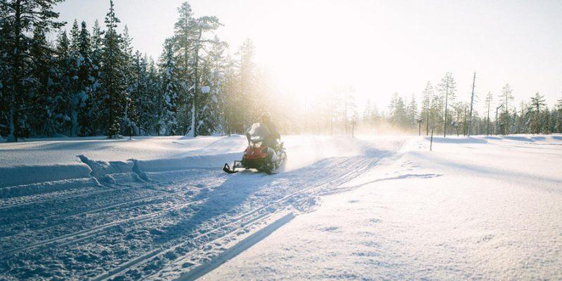 Finland in de winter met de sneeuwscooter