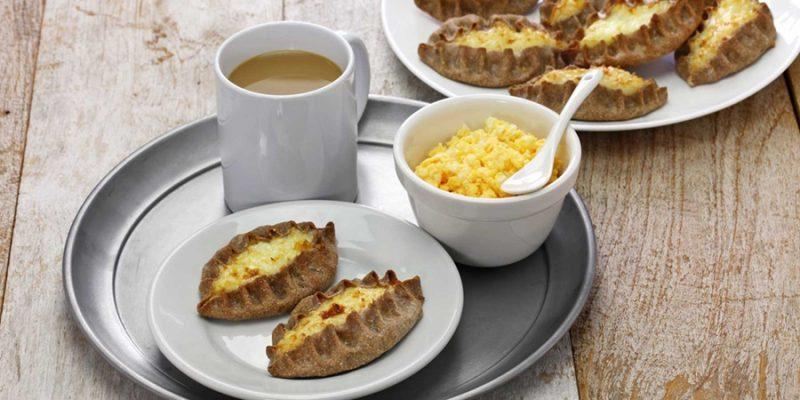 Fins-dessert-hartige-rijsttaartjes-of-karjalan-piirakka