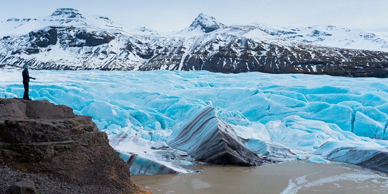 Gletsjerwandeling-Svinafellsjokull-in-IJsland-zomeractiviteit