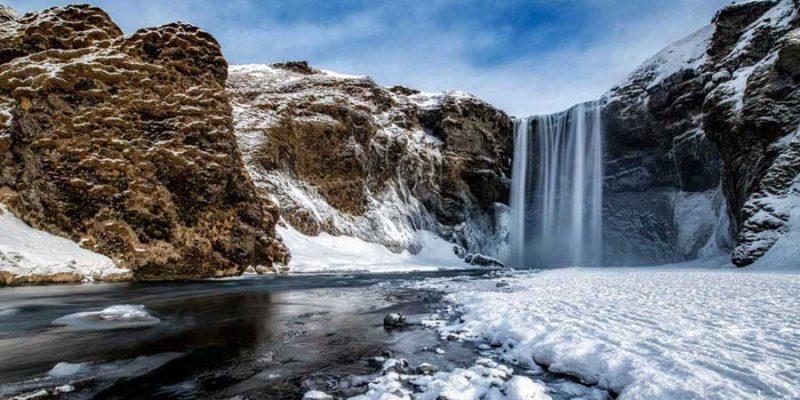 IJsland-Skógafoss-waterval-tijdens-de-winter-Nordic