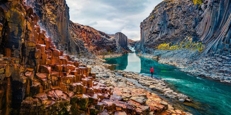 IJsland-in-de-zomer-Studlagil-Canyon