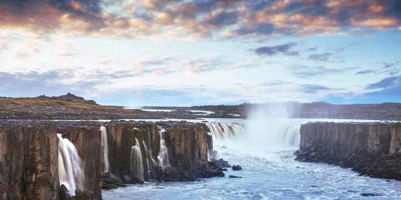 IJsland-prachtige-watervallen-prachtige-watervallen