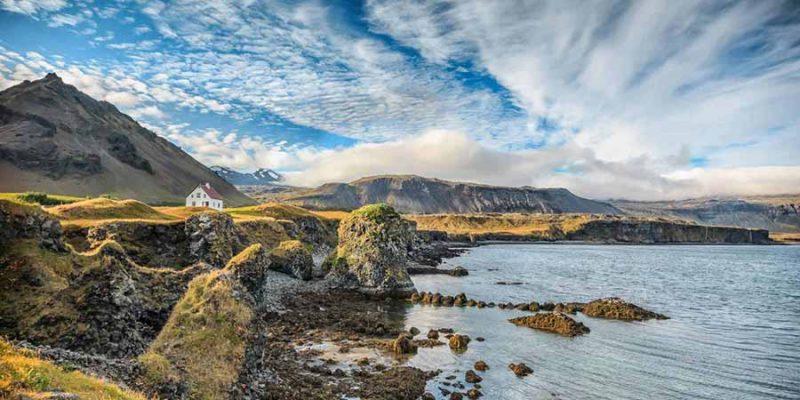 IJsland-zomersfeer-met-huisje