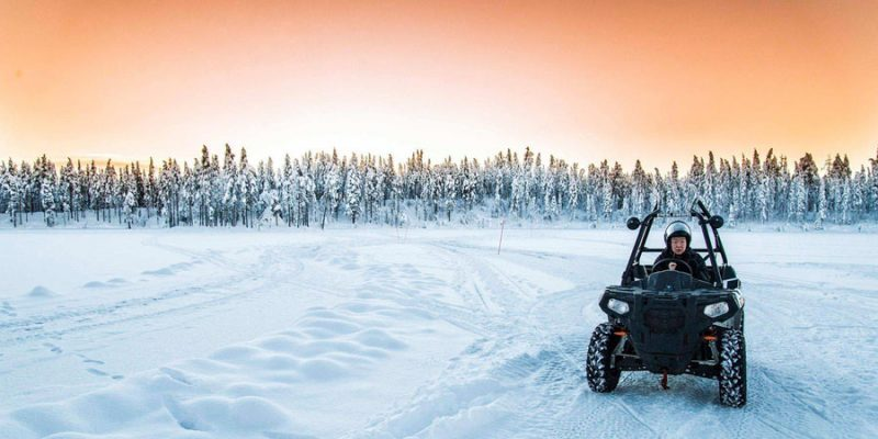 Ice buggy driving in Zweeds Lapland