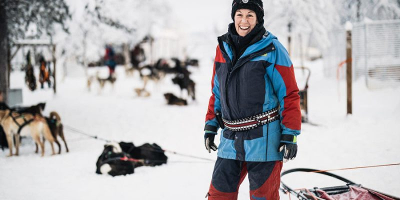 Katarina in de kennel van de Aurora Mountain Lodge Lapland