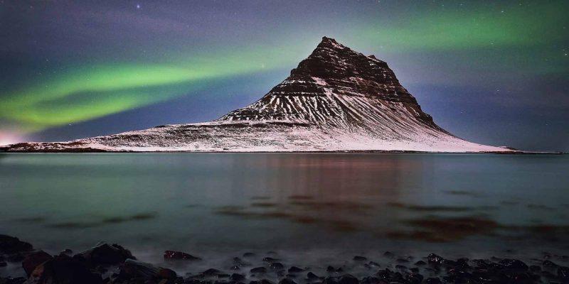 Kirkufell-in-de-winter-met-noorderlicht-IJsland
