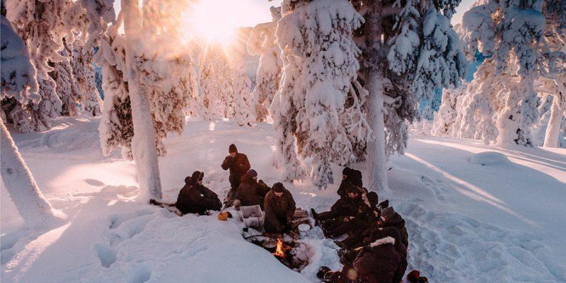 Wildernis Lunch tijdens een meerdaagse safari in Lapland