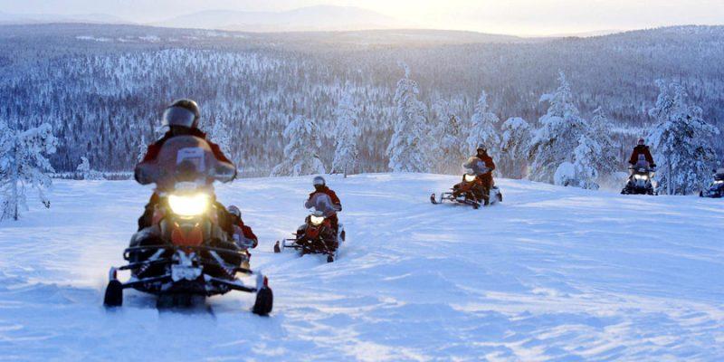 Meerdaagse sneeuwscooter tocht in Lapland