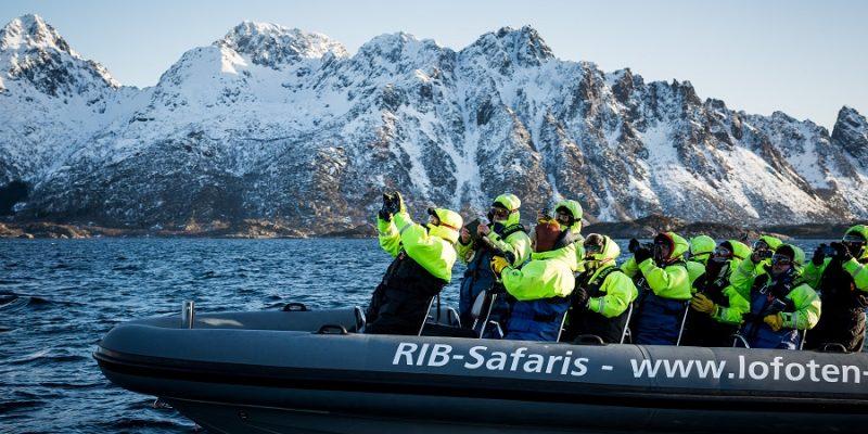 Natuursafari-met-RIB-boot-op-de-Lofoten-eilanden