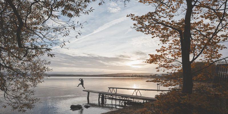 Nazomer-Lapland-zwemmen-in-het-meer