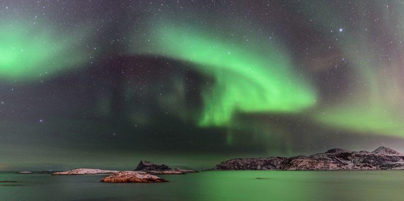 Noorderlicht-weerkaatst-boven-de-Vesteralen-eilanden