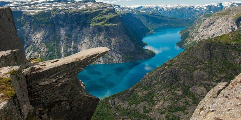Noorwegen-Hardangerfjod-Trolltunga-┬®-Konstantin-Kalishko