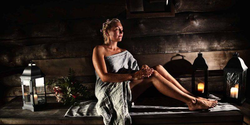 Ontspannen-in-de-sauna-is-typisch-Fins