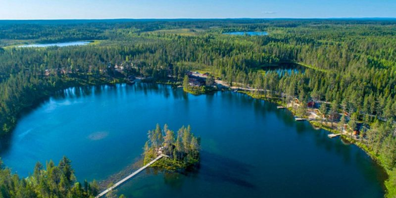 Pinetree-Lodge-luchtfoto-Zweeds-Lapland