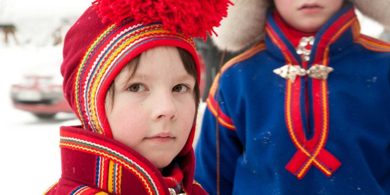 Sami-kinderen-in-Lapland-winter