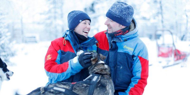 Sandro en Katerina met een husky in Lapland
