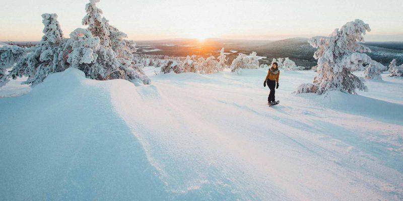 Sneeuwschoenwandeling in Levi in Fins Lapland met zonsondergang