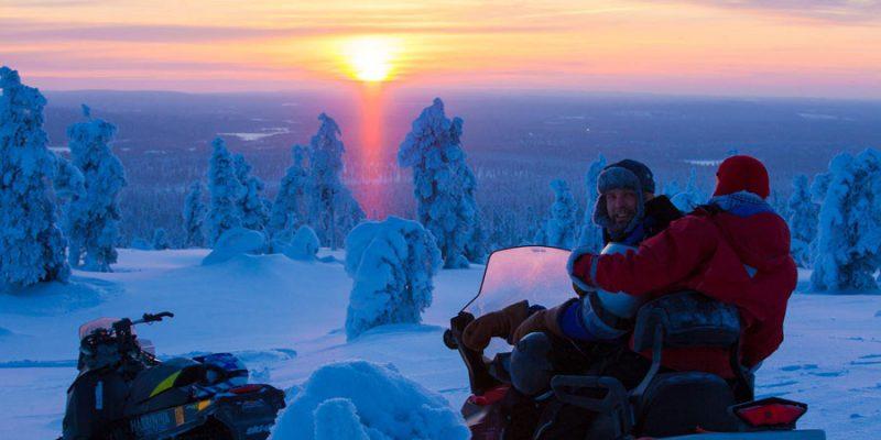 Sneeuwscooter tocht in Harriniva Finland