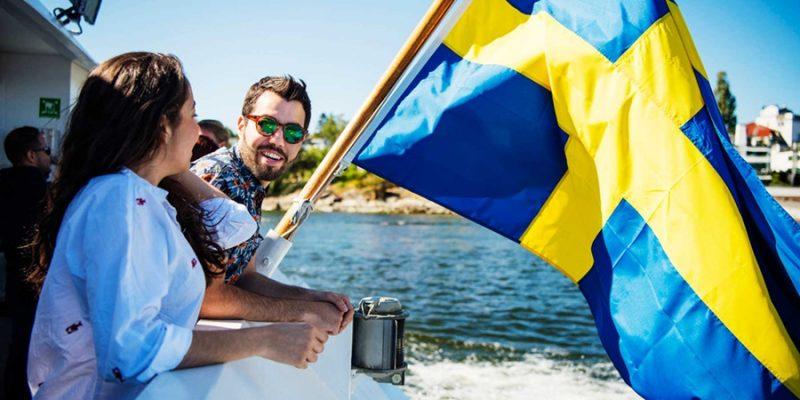 Stockholm-vrienden-bij-het-water-met-vlag