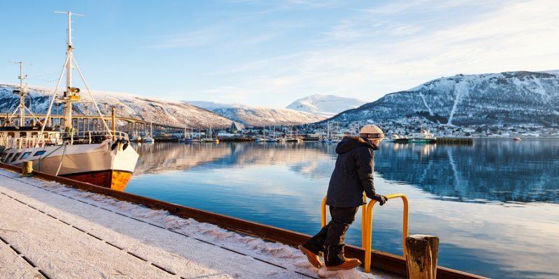 Tromso-verkennen-de-haven-en-de-bergen-Noorwegen