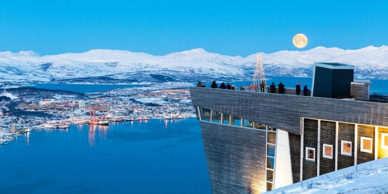 Tromso-zicht-vanop-de-fjellheisen-kabelbaan