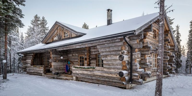 authentieke boomstammenchalet in Fins Lapland