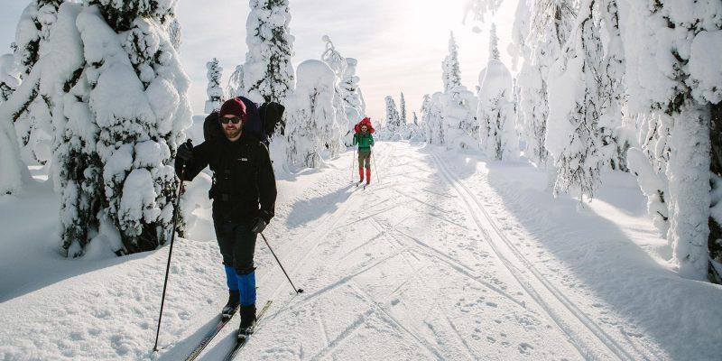 Langlaufen en ski in Finland in de winter