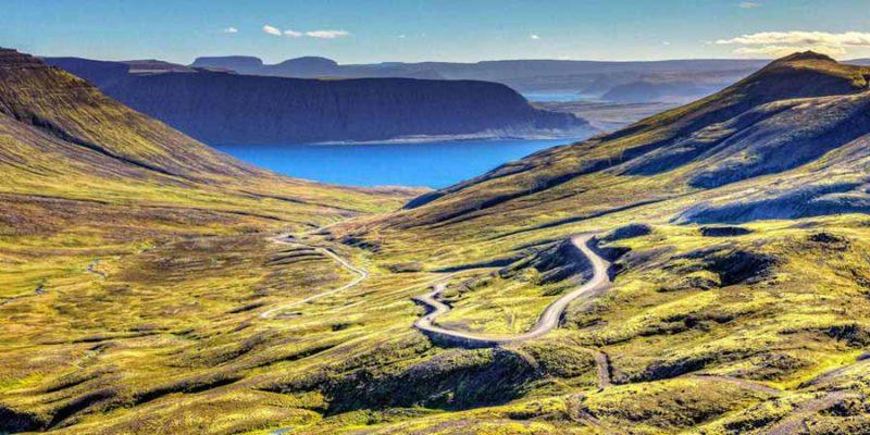 mountainbiken-op-de-westfjorden-zomeractiviteit-IJsland