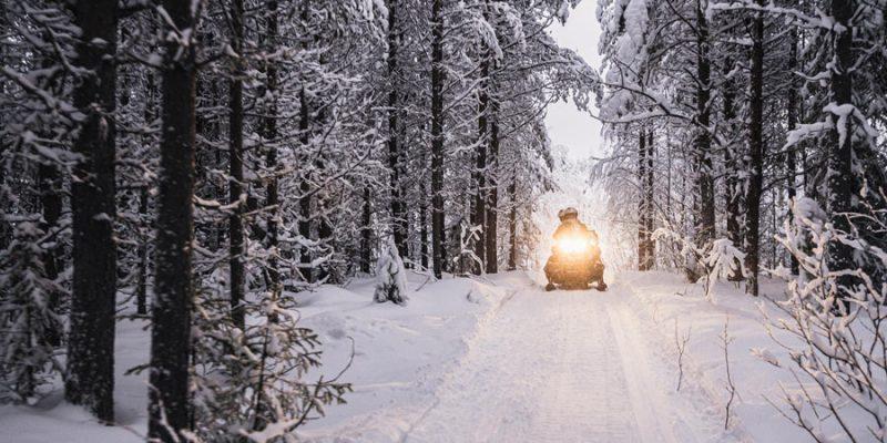 Doe-mee-aan-een-meerdaagse-sneeuwscootertocht-in-Lapland