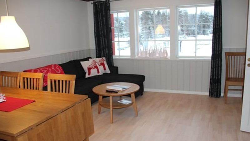 eetkamer-van-appartement-Carl-Von-Linné-in-Bjursas-Zweden