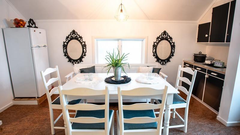 eetkamer-van-appartement-Lovsjö-Furudal-Zweden