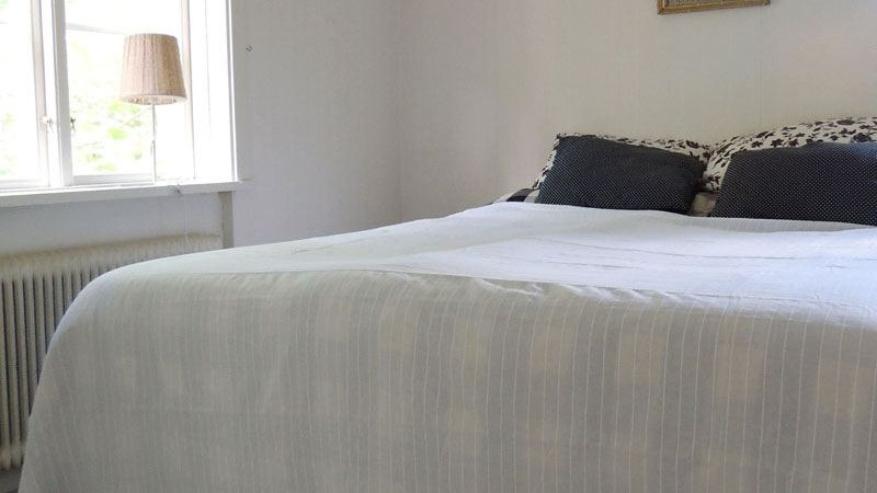 slaapkamer-van-vakantiehuis-Sandalsvägen-in-Stilleben-Zweden