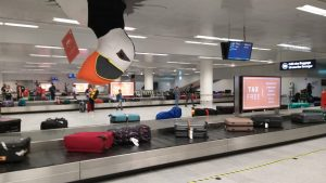 De-bagageband-in-de-luchthaven-van-Reykjavik