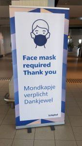 Mondkapje-verplicht-in-de-luchthaven-van-schiphol