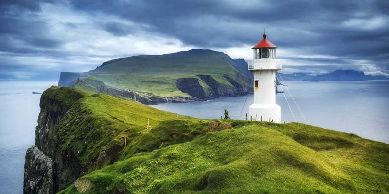 Faeröer eilanden vuurtoren en kliffen