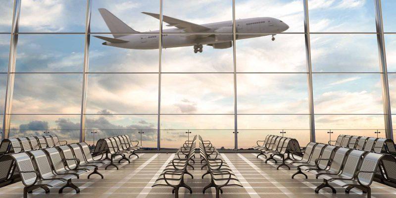 lege-stoelen-in-luchthaven