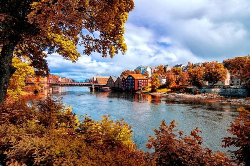Uitzicht op Trondheim in de herfst