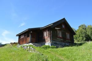 Noorse hytte te midden van de natuur