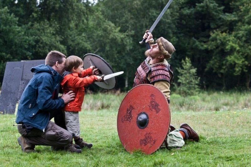 Treed in de sporen van de Vikingen in het Ribe Vikingcenter