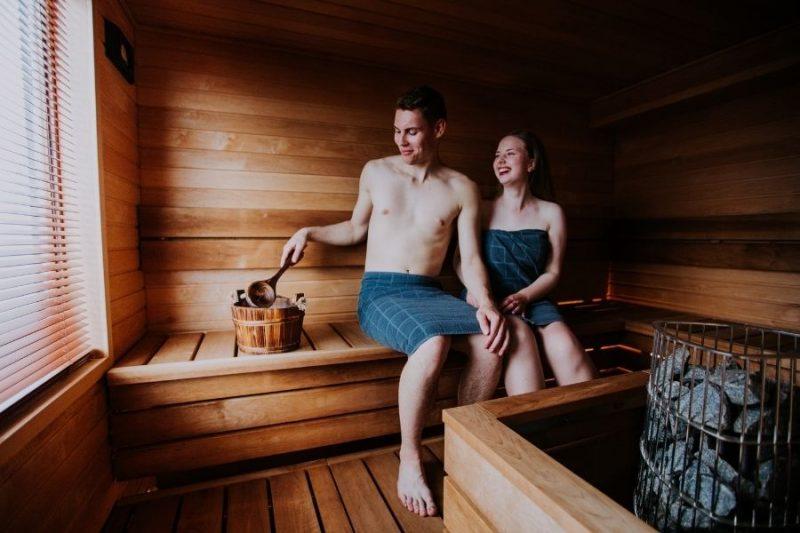 Koppel in de sauna - ©Rhea Julia Kivela
