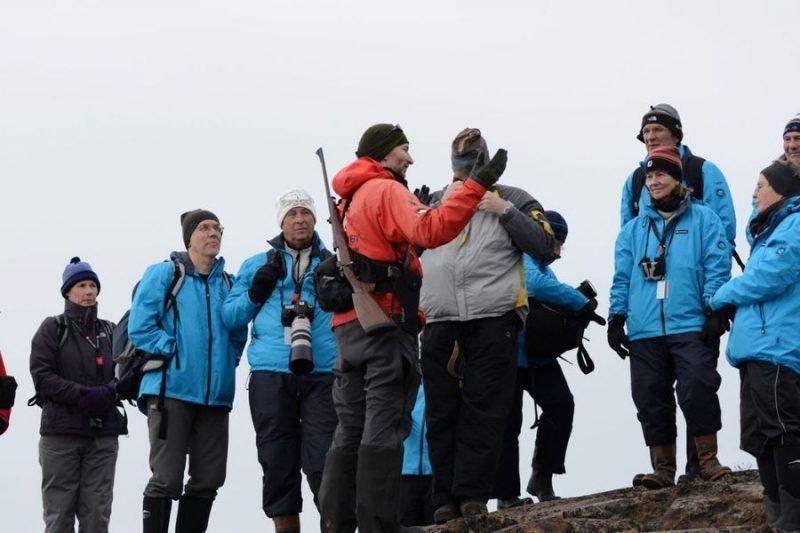 Het expeditieteam geeft uitleg over de fauna en flora die je onderweg tegenkomt.