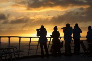 Genieten van het uitzicht bij de ondergaande zon