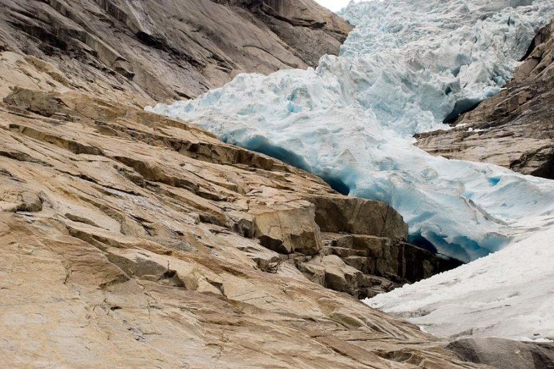 Brikstalbreen gletsjer bij de Nordfjord.