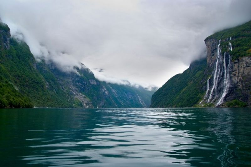 Zeven zusters waterval bij de Geirangerfjord.