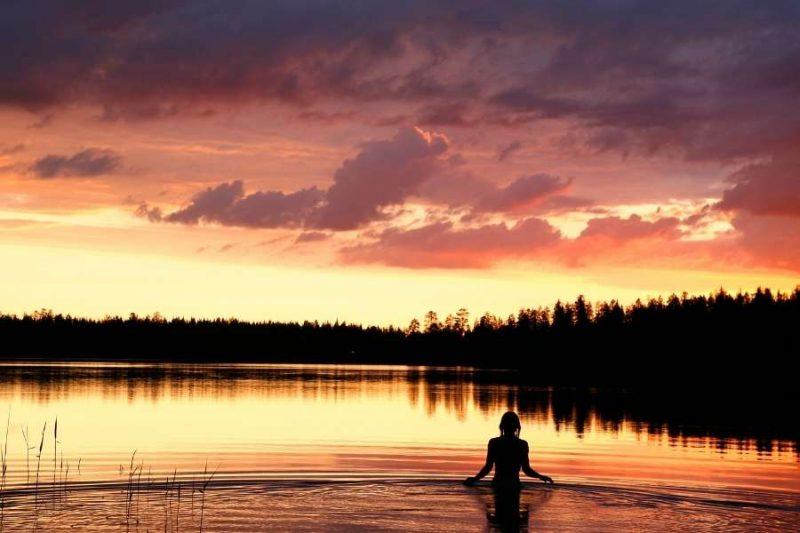 Zwemmen in meer in Finland - reizen met Nordic